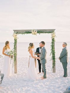 Chic + minimalist beach wedding: http://www.stylemepretty.com/2016/03/14/modern-minimalist-rosemary-beach-wedding-in-florida/ | Photography: Lauren Kinsey - http://laurenkinsey.com/