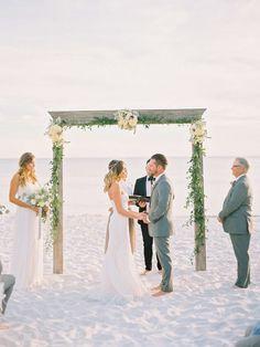 Chic + minimalist beach wedding: http://www.stylemepretty.com/2016/03/14/modern-minimalist-rosemary-beach-wedding-in-florida/ | Photography: Lauren Kinsey - http://laurenkinsey.com/