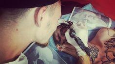 un jeune russe se fait tatouer une partie du visage en crane  2Tout2Rien