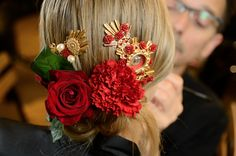 Backstage Dolce & Gabbana Spring 2015 Ready-to-Wear Dolce & Gabbana, Fashion Shows 2015, Latest Fashion, Silk Roses, Floral Hair, Hair Ornaments, Red Silk, Women's Summer Fashion, Holiday Fashion