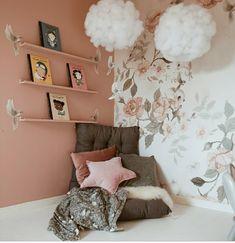 """👆✨✨ Tapeten """"Land of roses"""" på väggen hemma hos Room Inspiration, Interior Inspiration, Peach Wallpaper, Kids Room Wallpaper, Little Girl Rooms, Nursery Room, My Room, Girls Bedroom, Room Decor"""