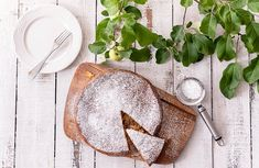 Venäläinen omenakakku eli Sharlotka Camembert Cheese, Baking, Ethnic Recipes, Food, Recipes, Bakken, Essen, Meals, Backen