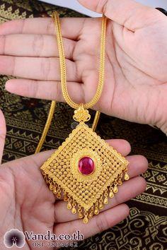 Gold Chain Design, Gold Bangles Design, Gold Earrings Designs, Gold Jewellery Design, Jewelry Design Earrings, Silver Jewellery, Bridal Jewelry Vintage, Gold Mangalsutra Designs, Gold Jewelry Simple