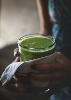 How To Make A Keto Green Smoothie.Discover Ways To Start Green Smoothies Smoothie Vert, Smoothie Drinks, Smoothie Bowl, Smoothie Recipes, Smoothie Detox, Smoothie Legume, Healthy Green Smoothies, Fruit Smoothies, Healthy Drinks