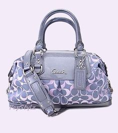 Preciosa bolsa #COACH ¡Ven a conocer la tienda en #LuxuryHall! Love this one!!!!!!!