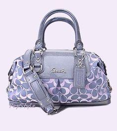 Preciosa bolsa #COACH ¡Ven a conocer la tienda en #LuxuryHall!