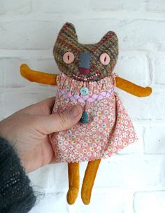 Jane, a primitive cloth cat doll - via Etsy. The kind of doll a little Chimaera child would have :D Softies, Fabric Dolls, Fabric Art, Ugly Dolls, Hamster, Monster Dolls, Voodoo Dolls, Cat Doll, Soft Dolls