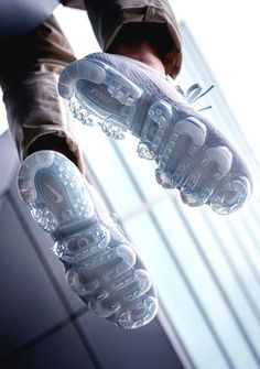 Nike AIR VAPORMAX PLATINUM (via Kicks-daily.com) Sneakers Shoes, Sneakers Fashion, Fashion Shoes, Jordan Basketball, Reebok, Nike Kicks, Sports Footwear, Running Shoes Nike, Nike Shoes