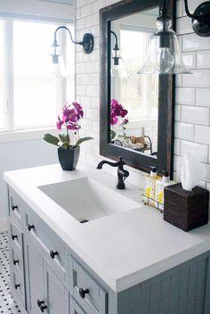 Cool Small Master Bathroom Renovation Ideas (55)