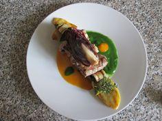 JHS / Brochette rouleaux farcis de boeuf grillé et légumes, sauce à la carotte et à la roquette Gino D'Aquino