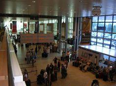 Lotnisko Kraków-Balice. Wnętrze terminalu http://apartamenty-florian.pl/krakow/przewodnik