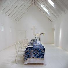 Karen Roos' Delft-inspired tablecloths for Babylonen