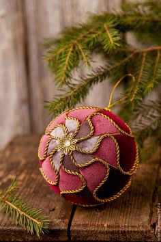 1 million+ Stunning Free Images to Use Anywhere Quilted Christmas Ornaments, Christmas Cover, Fabric Ornaments, Ornaments Design, Christmas Makes, Handmade Ornaments, Ball Ornaments, Christmas Baubles, Christmas Tree Decorations