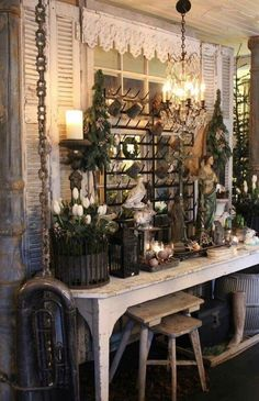 Pin by cherylnn guffey on window ideas in 2019 стиль шебби шик, дом, стиль. Antique Booth Displays, Antique Booth Ideas, Diy Home Decor For Apartments, Bottle Rack, Shop Front Design, Vintage Market, Antique Stores, Booth Design, Shabby Chic Furniture