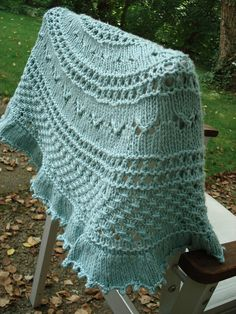 Summer Flies Shawl;     The free pattern can be found on Ravelry..