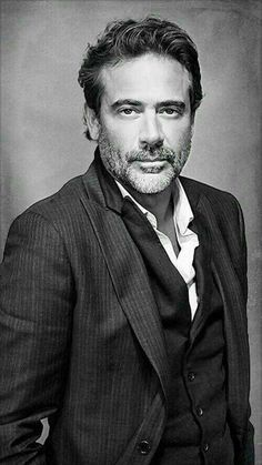 Jeffrey Dean Morgan is an American actor. He is known for playing John Winchester on Supernatural, Denny Duquette in the medical drama Grey's Anatomy, The Comedian in the 2009 superhero film Watchmen and Negan on The Walking Dead. Gorgeous Men, Beautiful People, Pretty People, John Winchester, Robert Mapplethorpe, Annie Leibovitz, Jeffrey Dean Morgan, Actrices Hollywood, Hommes Sexy
