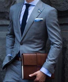 Gentleman Lifestyle - A magazine about Mens Fashion and Style, Inspiration and Career advice, Health and Fitness articles and Food and Drink recipes. Men Formal, Formal Wear, Mens Fashion Suits, Mens Suits, Cheap Flannel Shirts, Mens Flannel, Costume Prince, Style Gentleman, Style Masculin