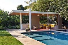 A pool house in Los Angeles by Bruce Bolander and Jamie Bush Co., a member of the Remodelista Architect/Design Directory. Best Picture For pool photos ideias For Your Taste You are looking for somethi Pool Cabana, My Pool, Outdoor Cabana, Outdoor Pavilion, Mid Century Ranch, Mid Century House, Modern Pool House, Modern Gazebo, Modern Backyard