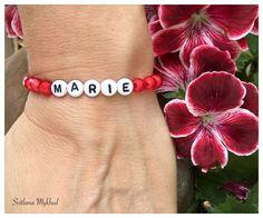 """Bracelet """"Marie"""". Bracelet personnalisé avec prénom ou message pour Bébé , Nouveau-né, enfant, adulte : Bracelet par perles-et-couronnes"""