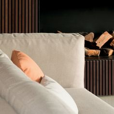 Slim sectional sofa (detail). Outdoor. Designed by Studio expormim. Photo: Mauricio Fuertes. Year: 2011.