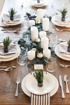 gorgeous christmas decor ideas table centerpiece for your dining table page 2 Christmas Table Settings, Christmas Tablescapes, Christmas Table Decorations, Holiday Tables, Noel Christmas, Modern Christmas, Simple Christmas, Deco Table Noel, Table Setting Inspiration