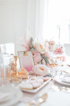 Pretty shades of pink in this Valentine's day tablescape.