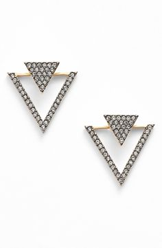 Obsessed with these cool triangle stud earrings.