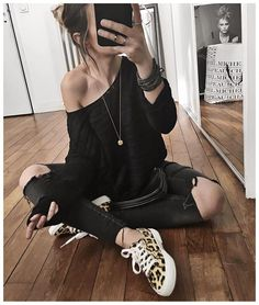 Ce midi c'était ballerines lacées et cet après midi c'était donc Superga Leopard! Je vous ai mis toutes les infos que j'avais pour l'achat de ces baskets sur Snapchat, je n'en sais pas plus! • Necklace #adelineaffre (from @adelineaffre) • Knit Gisella #sezane (from @sezane) • Jean #aninebing (old) • Sneakers #LizzyXsuperga #superga (from @superganl @lizzyvdligt) • Bracelet #pascalemonvoisin (old) ... Tomboy Fashion, Love Fashion, Fashion Outfits, Womens Fashion, Sezane Jean, Superga, Leopard Sneakers Outfit, Fall Outfits, Casual Outfits