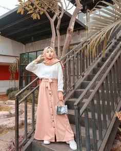 Modern Hijab Fashion, Street Hijab Fashion, Hijab Fashion Inspiration, Muslim Fashion, Long Skirt Fashion, Women's Fashion Dresses, Hijab Style, Hijab Chic, Casual Hijab Outfit