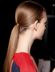 Who doesn't love a sexy, sleek ponytail? Try our Large Paddle Brush for a perfectly straight finish.