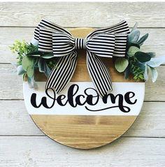 Wooden Door Signs, Wooden Door Hangers, Diy Wood Signs, Metal Hangers, Welcome Signs Front Door, Wooden Welcome Signs, Diy Letters, Wood Letters, Circle Crafts