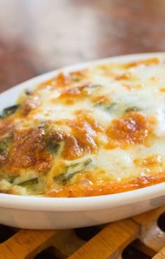 Cheesy Spinach Bake is a healthy and filling comfort dish with spinach, cream of. Side Dish Recipes, Vegetable Recipes, Vegetarian Recipes, Cooking Recipes, Healthy Recipes, Veggie Meals, Healthy Salads, Diet Recipes, Vegetarian