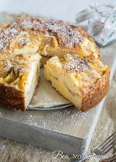 Tarta de manzana sueca 3 huevos batir con 250g de azucara gregar 120 de leche con 50 de manteca derretida luego 250g de harina leudante..las manzanas cortada fina y cocinada poner al medio y arriba con azucar horno 50 min y azucarado arriba