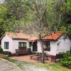 Village House Design, Village Houses, Spanish Style Homes, Spanish House, Mud House, Tiny House, Courtyard House, Small House Design, Cottage Homes