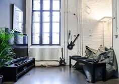 Have a look inside Glispa's Berlin Office. See how the adtech company looks like inside. See the office photos. Cool Office, Office Ideas, Quality Time, Playroom, Berlin, Home Appliances, Music Games, Interior Design, Cool Stuff