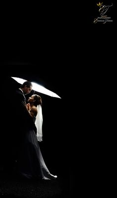 Timeless wedding photography poses - acquire big advice from this photo collection. Pre Wedding Shoot Ideas, Pre Wedding Poses, Pre Wedding Photoshoot, Photoshoot Ideas, Wedding Ceremony, Indian Wedding Photography Poses, Couple Photography Poses, Light Photography, Photographer Wedding
