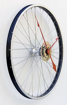 Recycled-Bicycle-Wheel-Clock-2