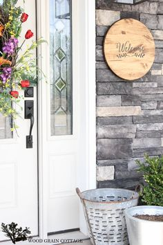 Wood Welcom Sign. Perfect for your front porch or patio! Full tutorial by The Wood Grain Cottage