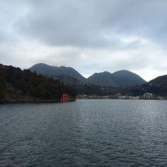 2/4 ~ Day #trip to #Hakone, hoping to see #Mount #Fuji, unfortunately weather is rather cloudy. So let's just cruise around at #Lake #Ashi.  #Tokyo #japan #tokyojapan #japantravel #mountfuji #mtfuji #fujisan #lakeashi #ashinoko #ashinokolake #hakonelake #vacation #travel #holiday #odakyu #odakyuline #jepun #instapic #instamood #instatravel #pupuru #wifirental