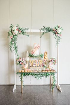 Baby Shower Cake Table Boy Woodland Party Ideas For 2019 Baby Shower Cakes, Baby Shower Boho, Baby Shower Backdrop, Baby Shower Desserts, Bridal Shower, Shower Party, Girl Shower, Shower Gifts, Baby Shower Table Decorations