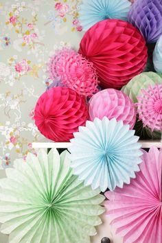 Papierrosetten, Pom Poms für die Hochzeit, bunte Dekoration / colourful pom poms for wedding decoration, happy colours by Pompompös via DaWanda.com