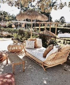 Living Room Decoration and Design Ideas - Ribbons & Stars Rustic Outdoor, Outdoor Dining, Indoor Outdoor, Outdoor Decor, Bohemian Bedroom Design, Boho Chic Interior, Lounge Furniture, Garden Furniture, Outdoor Furniture Sets