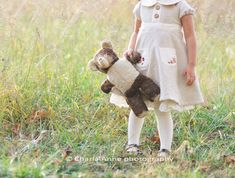I love this little girl dress! In the post there's a picture of a cute little cape too!