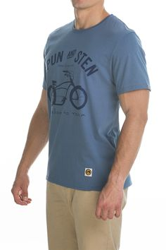 T-shirt Basman; blue sky.