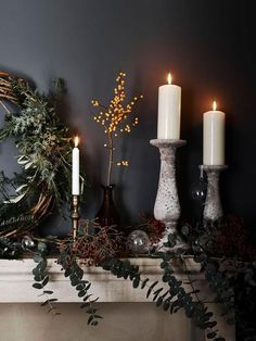 23 Hygge Christmas Home Decor Ideas - DigsDigs Hygge Christmas, Dark Christmas, Christmas Flowers, Natural Christmas, Christmas Mood, Christmas Wallpaper, Christmas Lights, Halloween Wallpaper, Diy Christmas Fireplace