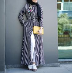 Open dress with jeans hijab style – Just Trendy Girls Arab Fashion, Islamic Fashion, Muslim Fashion, Modest Fashion, Hijab Style Dress, Casual Hijab Outfit, Hijab Chic, Mode Outfits, Chic Outfits