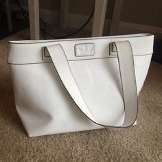 BAEKGAARD genuine leather handbag, no flaws! Super cute bag with zipper pocket on outside as well as one on the inside. No flaws, and has two additional slip pockets inside for phone, etc. Great summer bag that fits on the shoulder. BAEKGAARD Bags Shoulder Bags