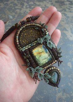Pohled do nikam Seed Bead Jewelry, Beaded Jewelry, Handmade Jewelry, Beaded Necklace, Beaded Bracelets, Necklaces, Bead Embroidery Jewelry, Beaded Embroidery, Jewelry Crafts