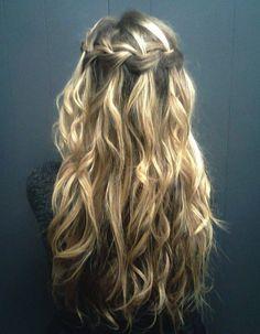 Waterfall Twist Tutorial: Weekend Hair Ideas