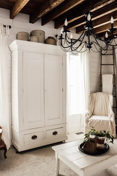 Spring Farmhouse Living room Decor Paint Colors For Living Room, Rugs In Living Room, Home And Living, Living Room Decor, Dining Room, Farmhouse Christmas Decor, Farmhouse Decor, Rustic Decor, Transitional Home Decor